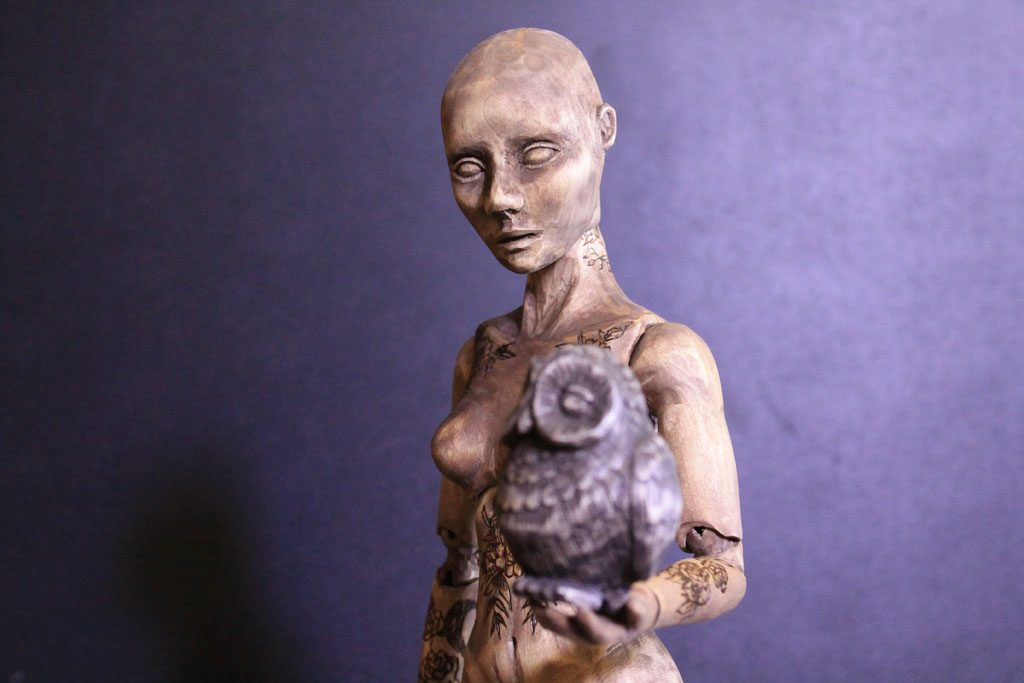 Деревянная шарнирная кукла